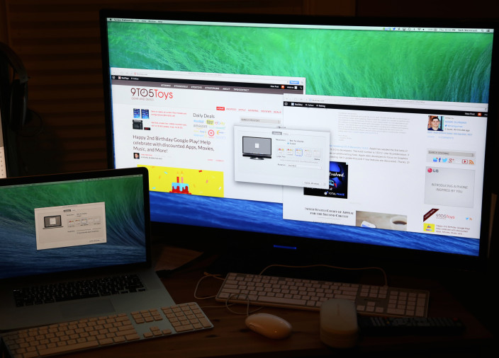 MacBook Pro cu ecran Retina conectat la un monitor 4K in OS X 10.9.3. Imagine via 9to5Mac
