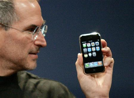 iphone-steve-jobs